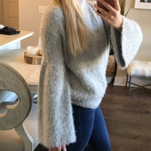 Vestique Fuzzy Bell Sleeved Sweater